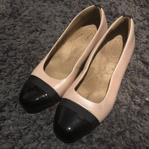 Clark's size 6 small heel shoes 👠